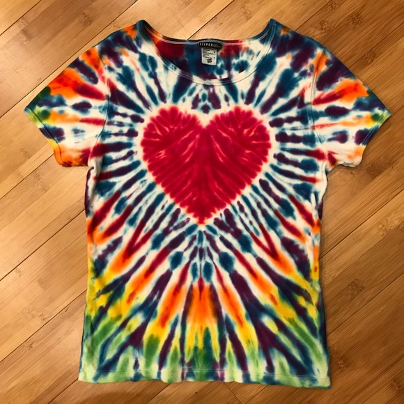 How to make tie dye shirts with heart design